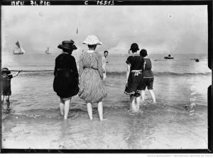 Baigneuses, scènes de plage à Deauville (1919) - Source : Gallica
